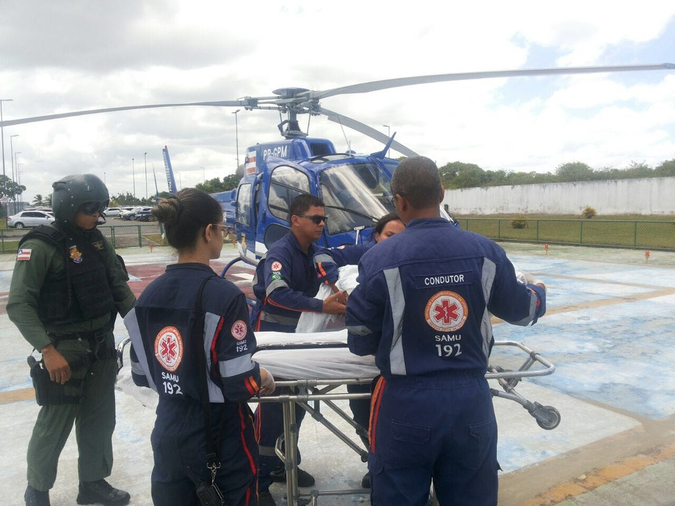Criança foi transferida para o Hospital do Subúrbio, em um helicóptero do Graer (Foto: Graer/ Divulgação)