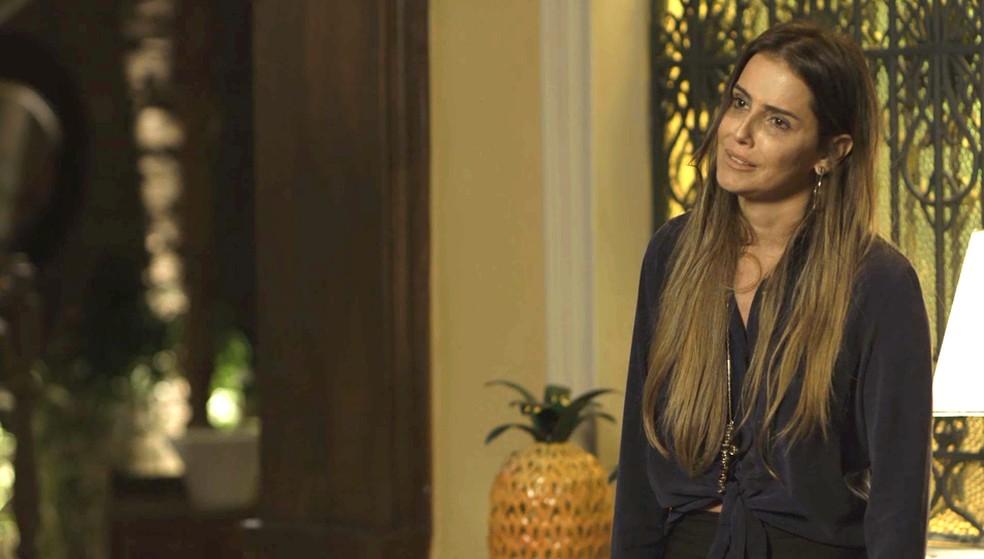 Karola fica desolada ao ver que Valentim não irá perdoá-la — Foto: TV Globo