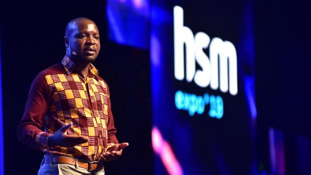 William Kamkwamba, inventor e engenheiro, durante o HSM Expo 2019, em São Paulo (SP). (Foto: Divulgação)