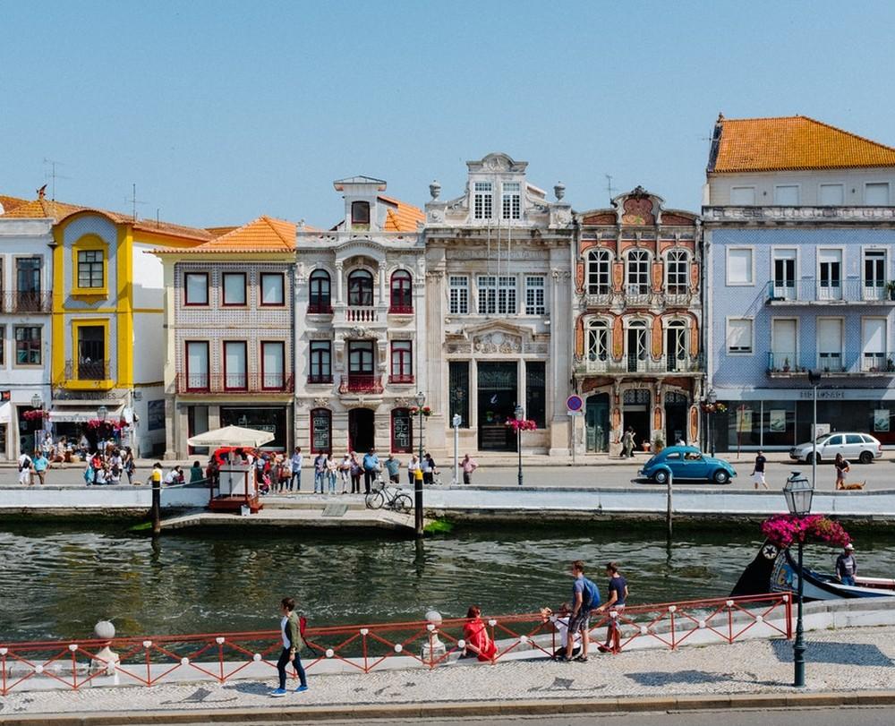 Portugal foi um dos primeiros países a investir em uma rede inteira de estações para carros elétricos — Foto: Ricardo Resende/Unsplash