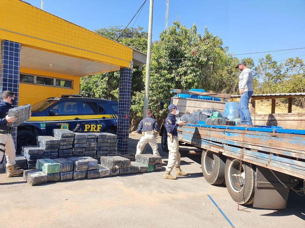 PRF apreende quase duas toneladas de maconha e 20 kg de skunk em Bom Despacho