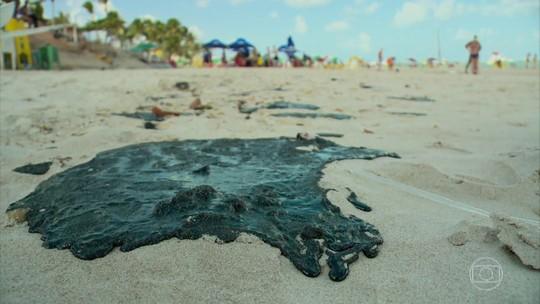 Manchas de óleo atingem 99 locais no litoral do Nordeste e origem é petróleo que não é do Brasil, diz Ibama