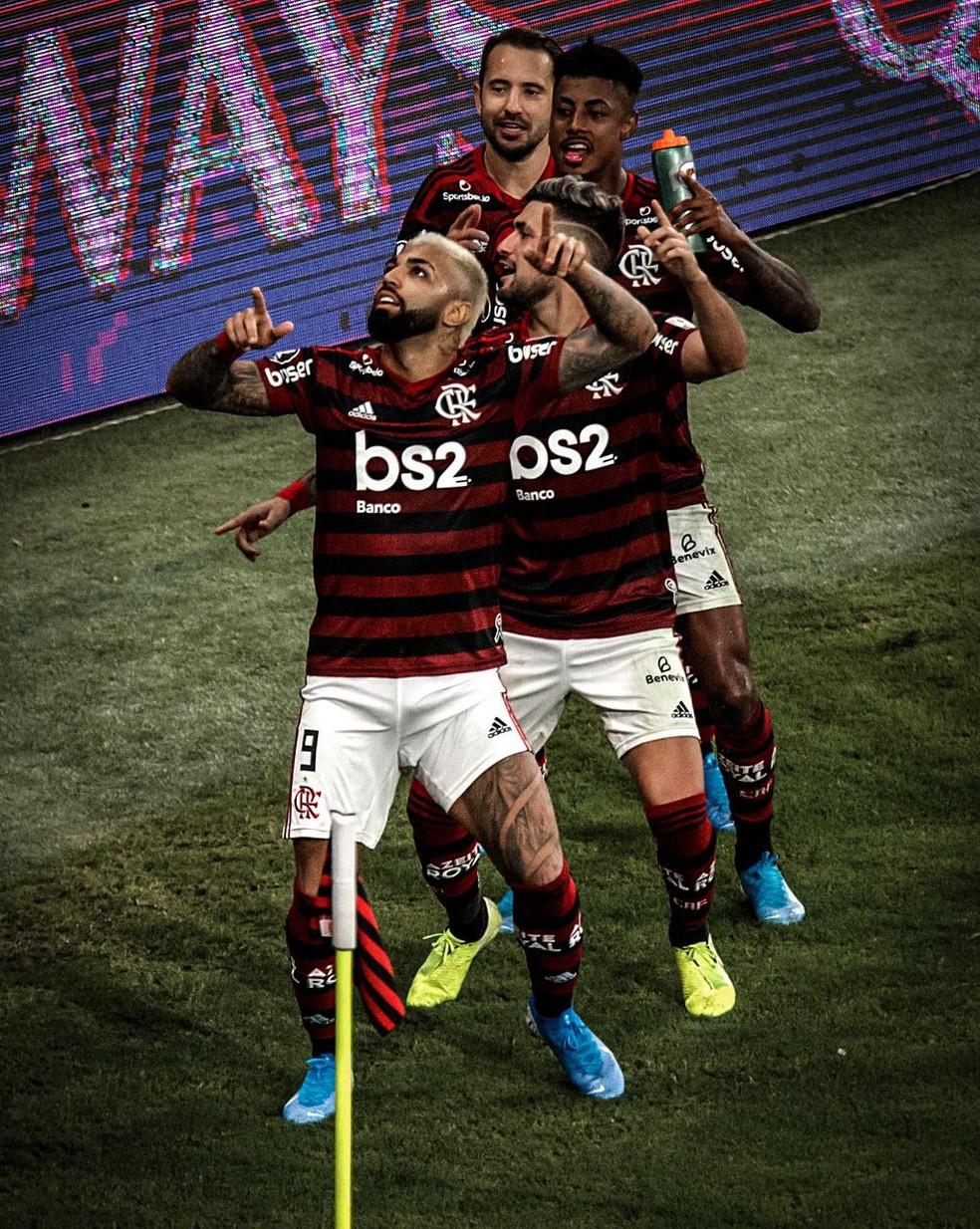 Trem da alegria: Gabigol, Arrascaeta, Bruno Henrique e Éverton Ribeiro comemoram — Foto: Pedro Martins / MowaPress