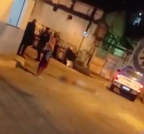 Moradores do Morro dos Macacos reclamam de supostas ações truculentas praticadas por policiais da UPP: 'Noites de terror'
