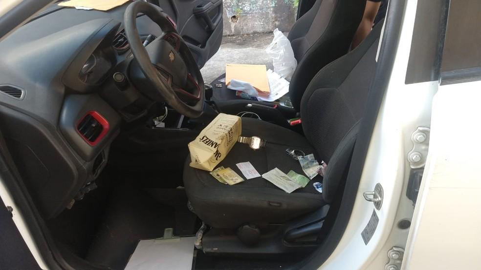 Segundo CBTU, carro foi abandonado em frente à Estação Santa Luzia, na Zona Oeste do Recife — Foto: Reprodução/WhatsApp