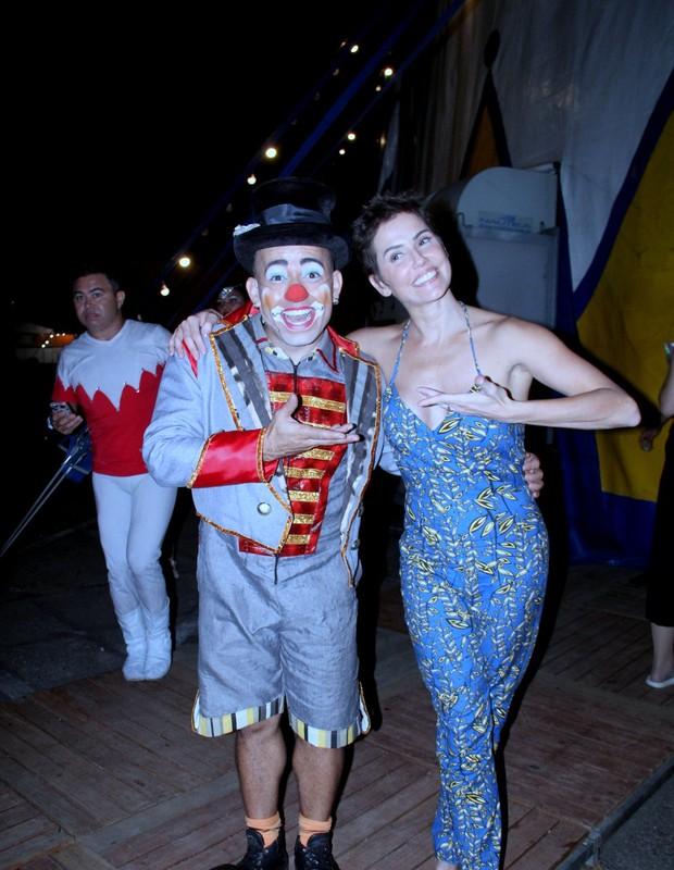 Deborah Secco e família no circo (Foto: J. Humberto/AgNews)