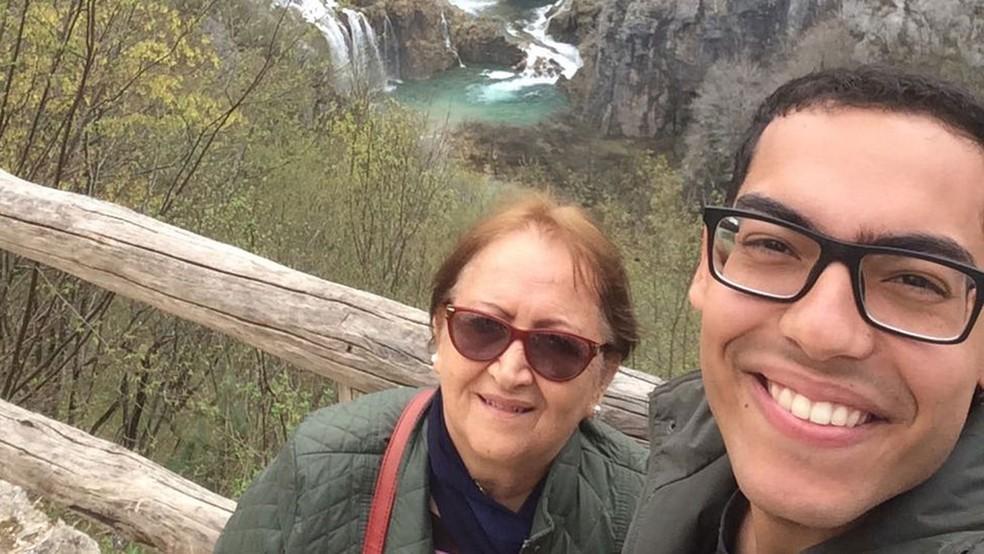Vera Lúcia e o filho, em viagem à Croácia: 'Leio muito, e a leitura faz a gente ter vontade de conhecer o mundo' (Foto: Arquivo pessoal)