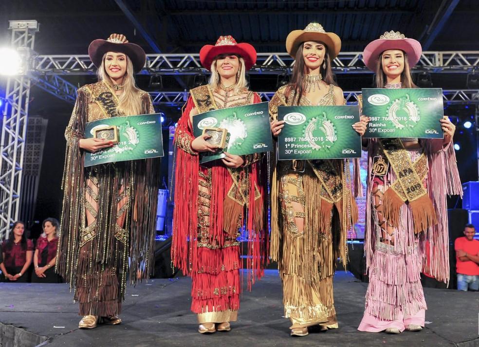 Da esquerda para a direita: Nayara Evelin (Garota Rodeio); Maria Clara (2ª Princesa); Nathalia Anselmo (1ª Princesa) e Ana Victoria (Rainha). — Foto: APA/Divulgação