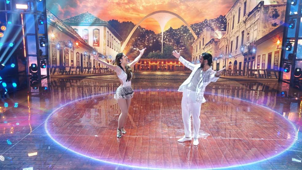 Rodrigo Simas e Nathália Ramos dançam samba no 'Super Dança dos Famosos'  — Foto: Globo
