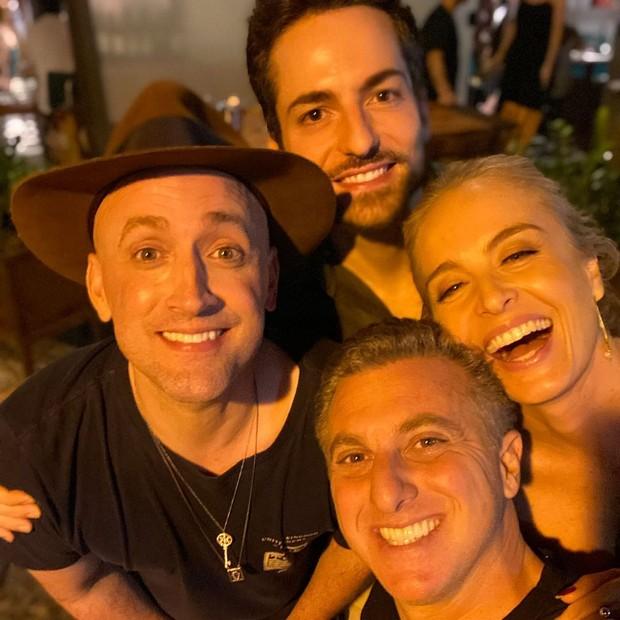Luciano Huck e Angélica, com Paulo Gustavo e Thales Bretas (Foto: Reprodução/ Instagram)