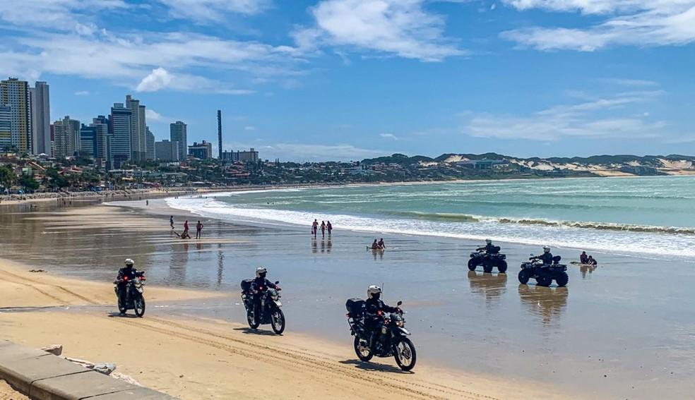 Polícia Militar intensifica fiscalização na praia de Ponta Negra — Foto: Mariana Rocha/Inter TV Cabugi