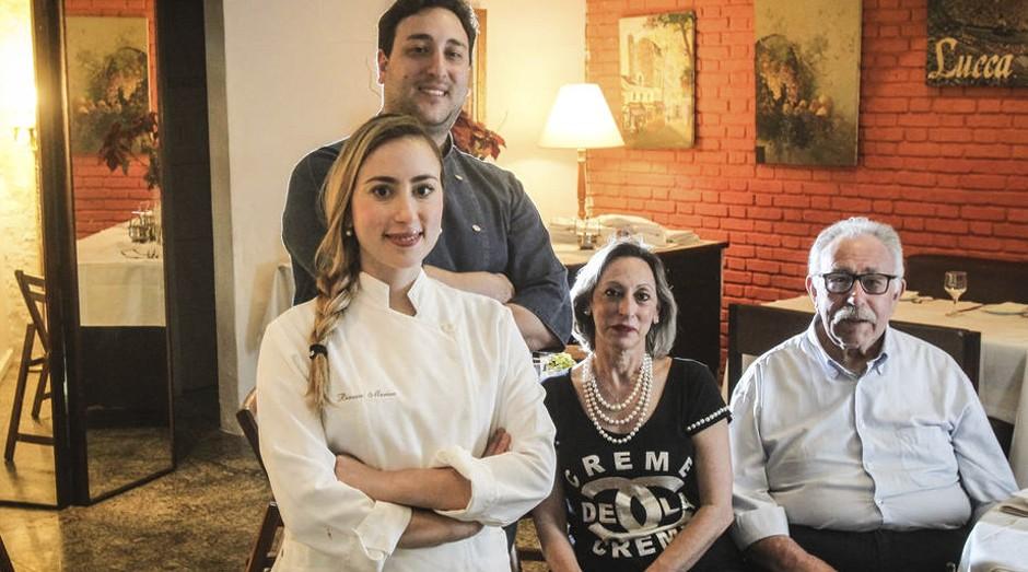 Gerações. Bianca e Marino (à esq.), do Carlino, com os pais (Foto: Estadão Conteúdo)