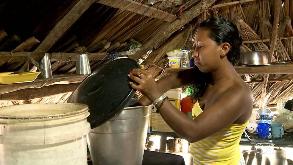Marinete Chaves é uma das pessoas  que são afetadas diretamente pelo processo de desertificação do planeta (Foto: Reprodução/TV Mirante)