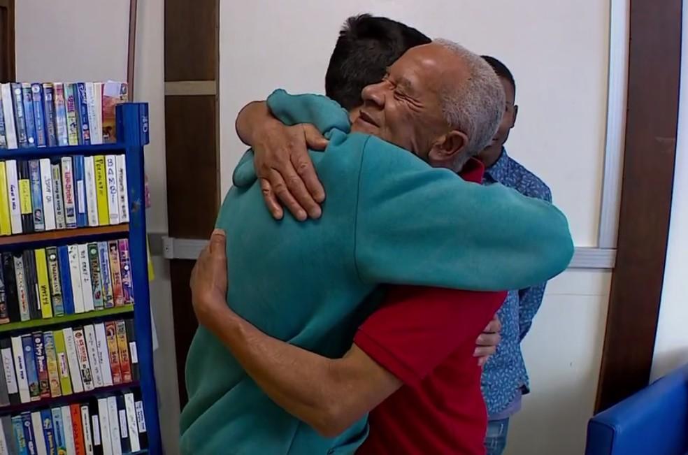 Victor e Elson se encontraram no hospital (Foto: Reprodução/RBS TV)