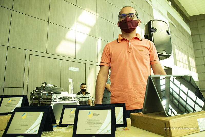 Professores recebem mais de 4 mil chromebooks para auxiliar ensino remoto em Boa Vista