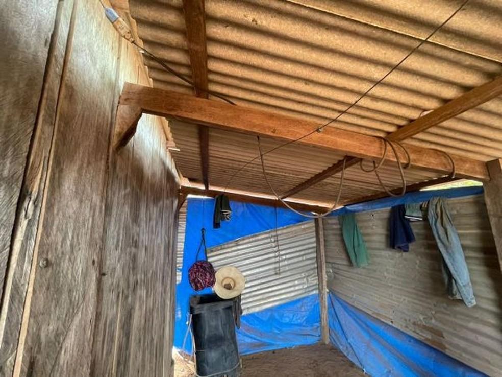 Não havia cama no local montado para dormir — Foto: Divulgação
