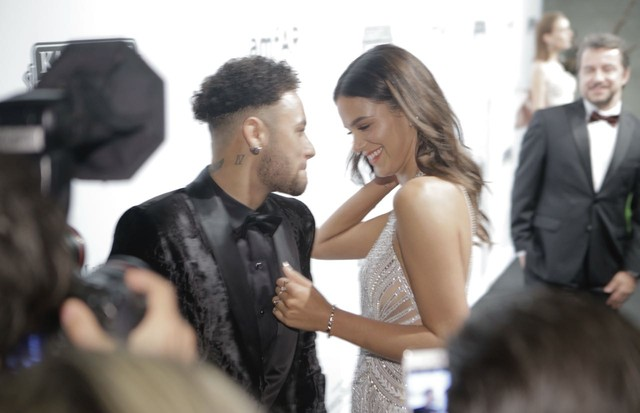 Neymar e Bruna Marquezine (Foto: Rebeca Figueiredo/Getty Images)
