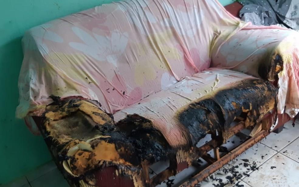 Bebê estava no sofá quando o incêndio atingiu a casa em Goianira, Goiás — Foto: Arquivo pessoal/ Weder Carvalho