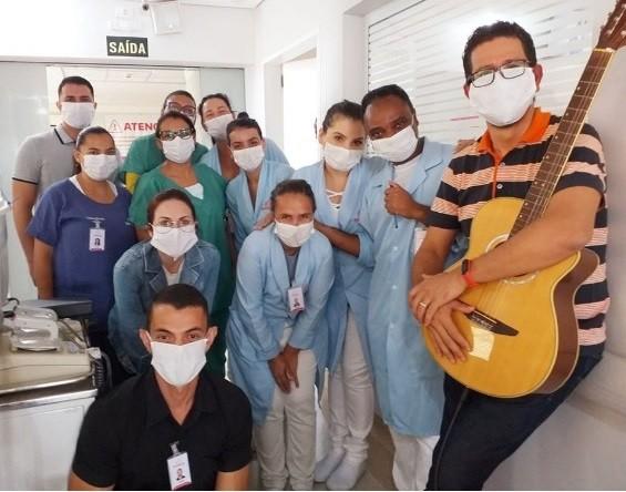 Funcionários da Santa Casa de Araraquara criam grupo musical para animar pacientes