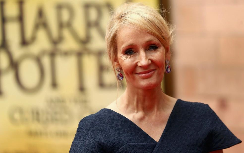 J. K. Rowling se despede de Harry Potter em estreia de 'Criança Amaldiçoada' (Foto: Reuters/Neil Hall)