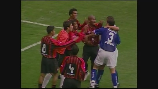 Você se lembra? Cruzeiro goleia Atlético-PR por 4 a 1, em Curitiba, pelo Brasileiro de 2003