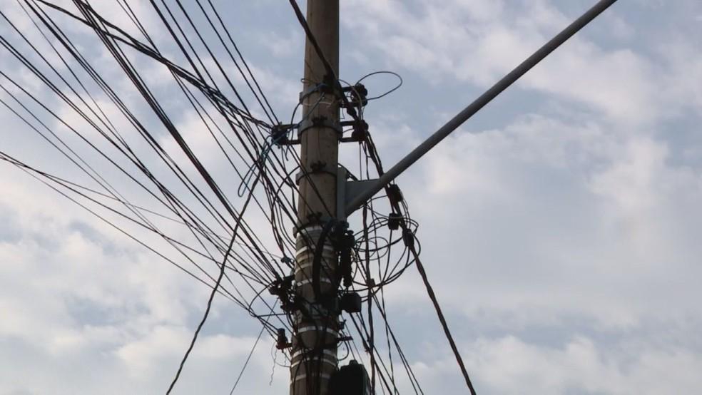 Poste de energia elétrica em Limeira — Foto: Reprodução/EPTV