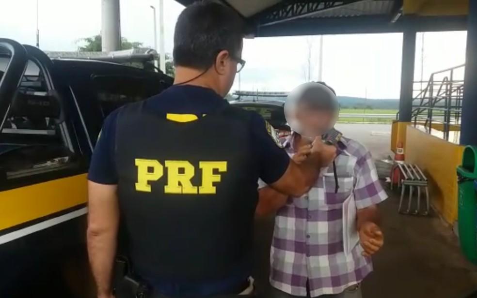 Idoso foi preso ao dirigir embriagado em Morrinhos, Goiás (Foto: PRF/Divulgação)