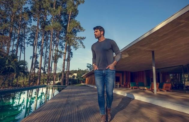 """Rodrigão, do """"BBB"""" 11, mora em mansão e dá dicas de investimento na web (Foto: Reprodução)"""