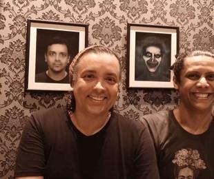 Os atores Rodrigo Fagundes e Wendell Bendelack vão mostrar seu apartamento no Rio no 'Pode entrar', no YouTube do GNT, a partir das 21h desta quinta, 26. A casa tem temática de terror, com quadros de zumbis   GNT