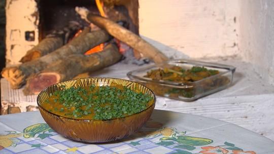 Aprenda receita de frango caipira com pirão de farinha de mandioca