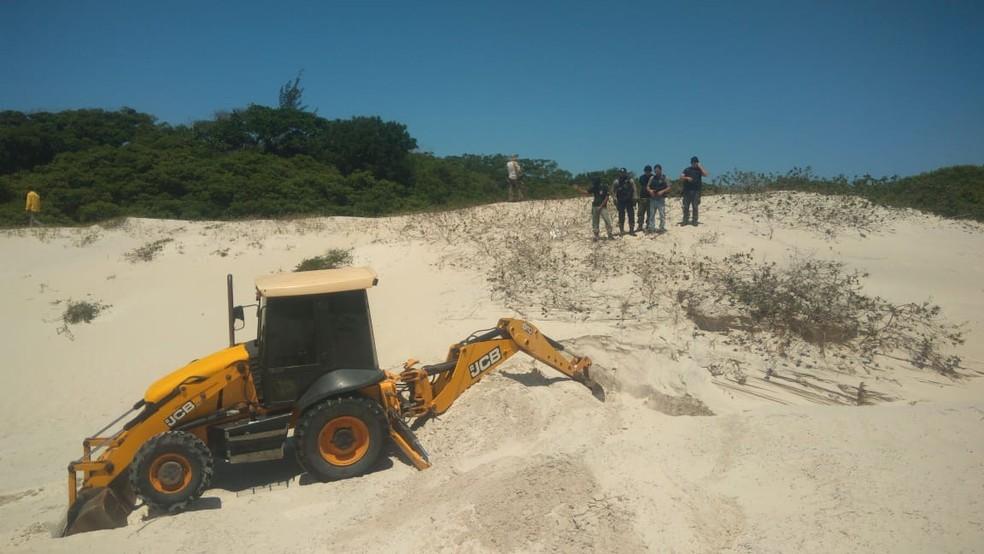 Material foi encontrado durante escavações nas dunas do bairro Manoel Corrêa, em Cabo Frio, no RJ — Foto: Polícia Civil/Divulgação