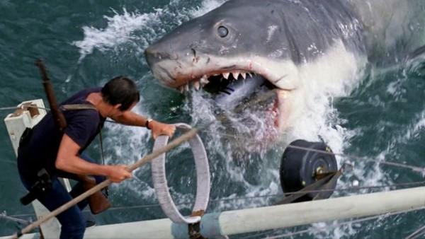 """""""Tubarão"""" foi filmado na região durante o verão de 1974 e a cena em que aparece a figurante provavelmente em junho. A Senhora das Dunas foi encontrada morta um mês depois (Foto: Divulgação)"""