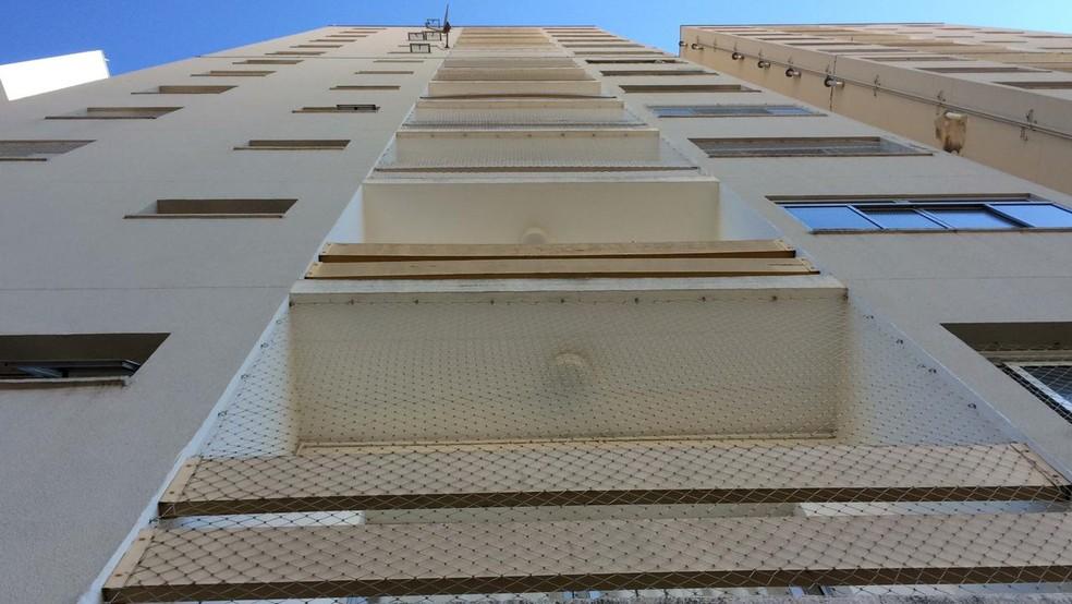 Menina caiu do 4° andar de prédio em Sorocaba — Foto: Carlos Dias/G1