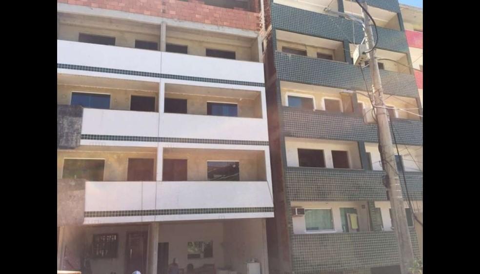 Dois prédios que caíram na Muzema antes do desabamento: apartamentos eram oferecidos por R$ 40 mil por corretor — Foto: Reprodução