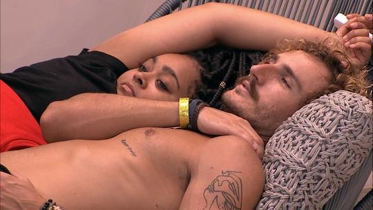 Alan fala sobre Hana vê-lo abraçado com Rízia: 'Para fazer um ciúme'
