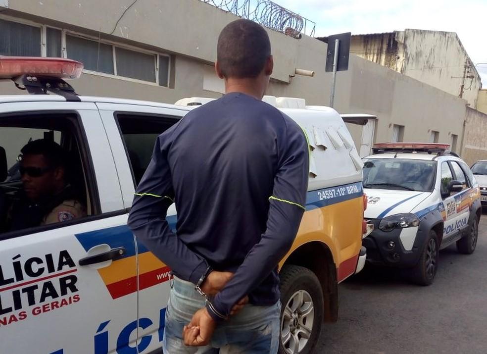 Foragido da operação Blindado foi encontrado na zona rural de Montes Claros (Foto: Polícia Militar/Divulgação)
