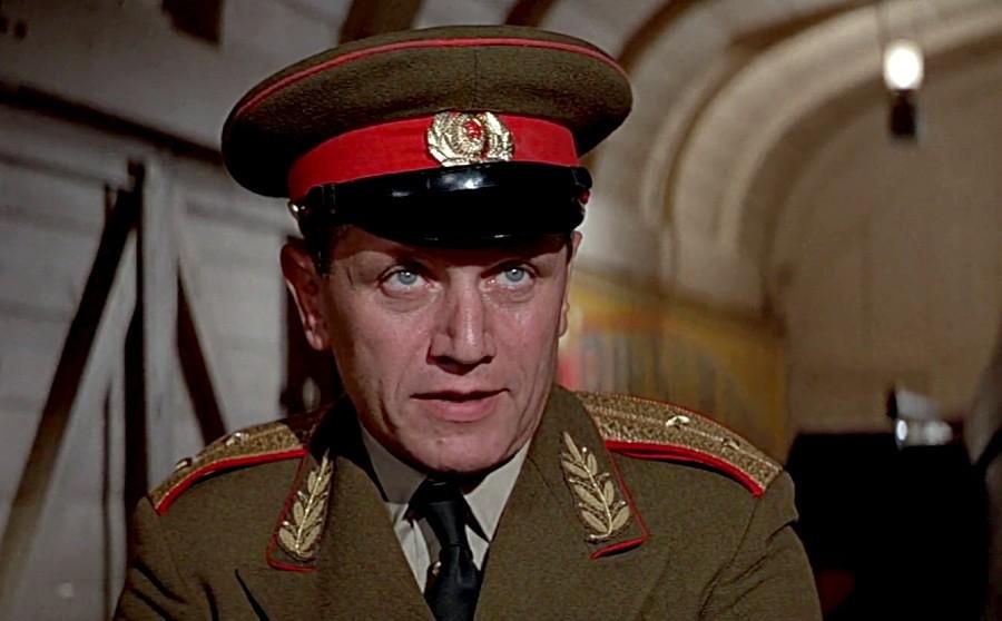 O General Orlov interpretado por Steven Berkoff em 007 contra Octopussy (1983) (Foto: Reprodução)