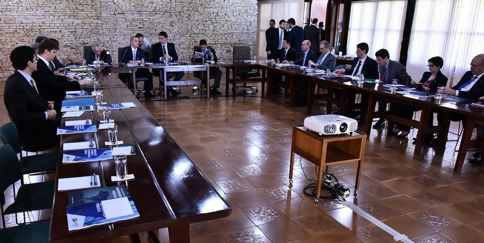 Bolsonaro e futuros ministros durante reuni�o na Granja do Torto, em Bras�lia � Foto: Rafael Carvalho/Governo de transi��o