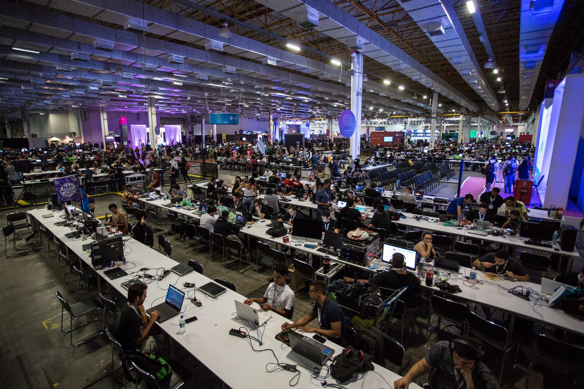 Evento de tecnologia deve atrair 120 mil pessoas com 900 palestras até  sábado (16) no Expo Center Norte, em São Paulo. Área exclusiva dos  campuseiros tem ... 730e4d938e