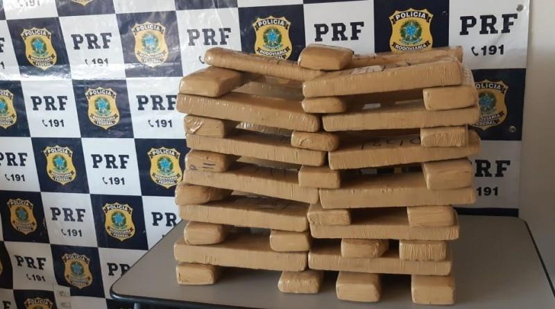 Mulheres que pediam carona na estrada foram presas transportando 33,6 kg de maconha