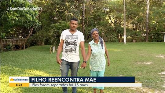 Antiga moradora de rua reencontra filho, que vivia em abrigo, após 15 anos, em Uruaçu