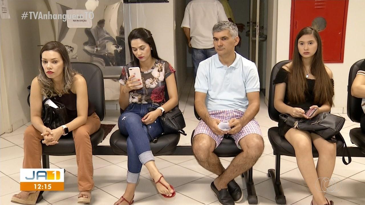 Dezenas de turistas ficam sem viajar e dizem que agência de viagens vendeu pacotes e não emitiu passagens - Notícias - Plantão Diário