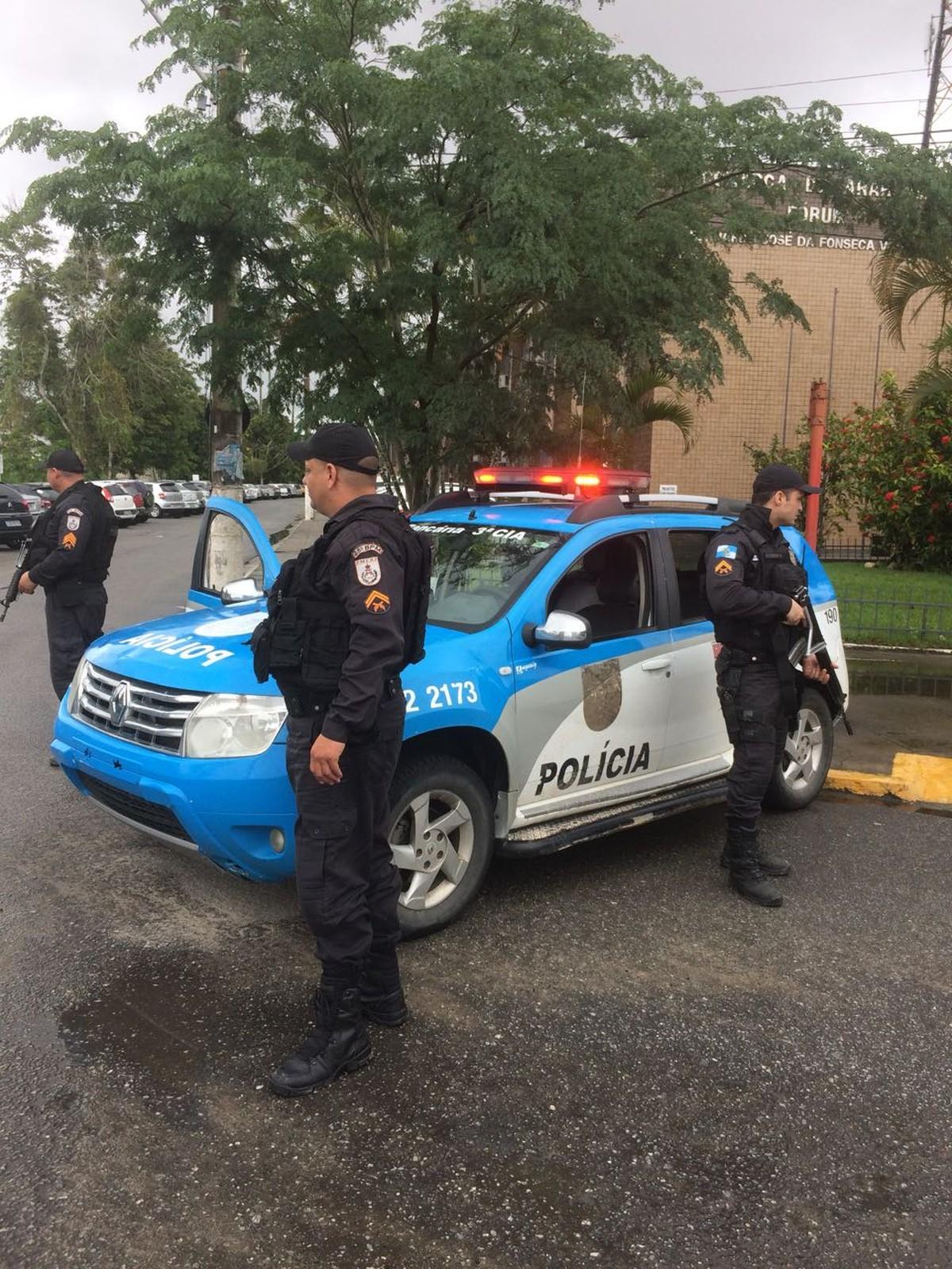 Confronto entre facções deixa escolas e postos de saúde fechados em Cabo Frio, RJ, segundo a PM