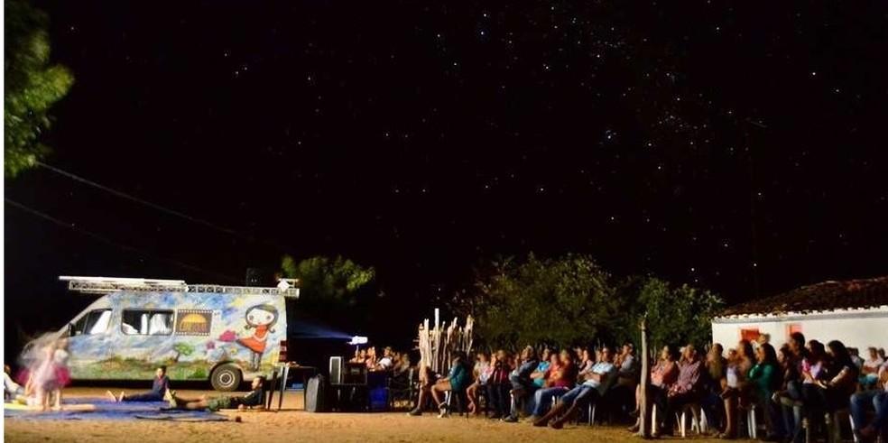 Cinema movido a luz solar passa por mais de 30 cidades gaúchas — Foto: Divulgação