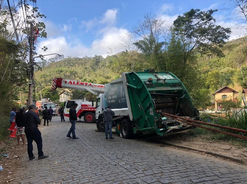 Trabalho de retirada de caminhão foi finalizado na tarde de quarta-feira (22) — Foto: Divulgação