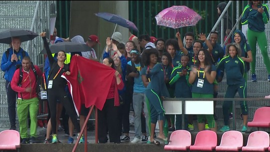 Brasileiros se protegem da chuva e dançam no Mundial de atletismo sub-20