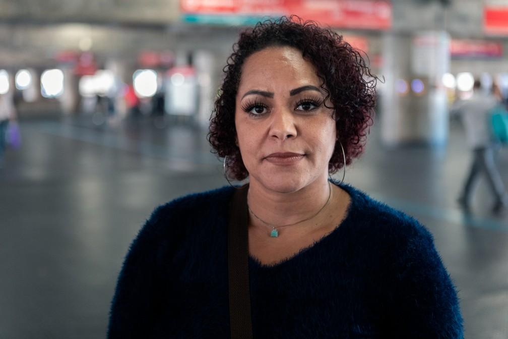 Marcia Cristina está sem emprego e passou a fazer bicos de faxina — Foto: Marcelo Brandt/G1