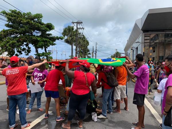 Atropelamento ocorreu na Avenida Martins de Barro, perto da Ponte Maurício de Nassau, no Recife — Foto: Priscilla Aguiar/g1