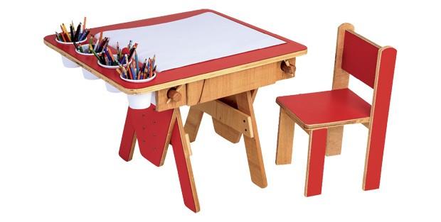 Kaloré, R$ 950. Mede 50 cm x 60 cm x 80 cm (mesa) e 55 cm x 30 cm x 30 cm (cadeira). (Foto: Divulgação)