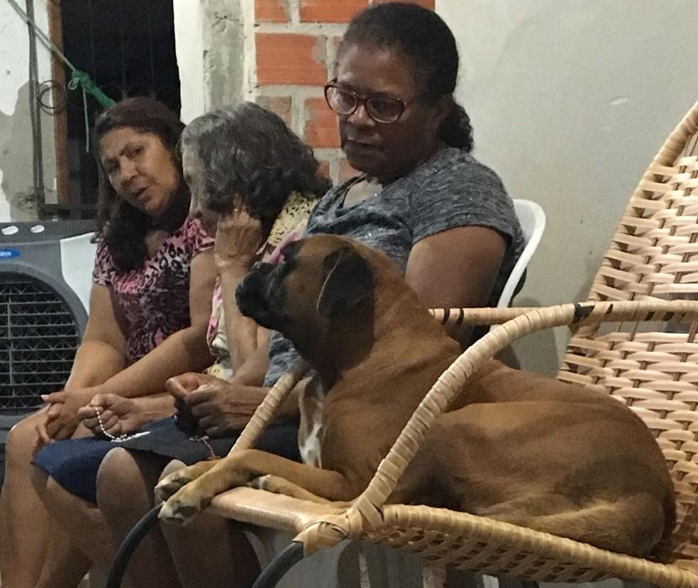 Belinha acompanha inclusive as orações que passaram a acontecer após a morte de Telma (Foto: Dionísio Neto / Arquivo Pessoal)
